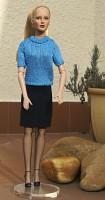 Modré triko a tmavě modrá sukně